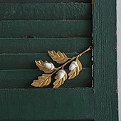 Gilded Leaf Acorn Ornament